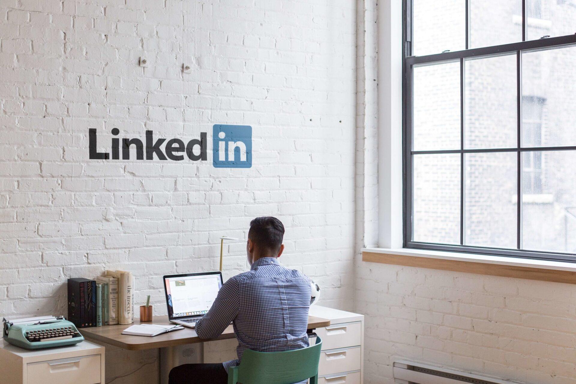 Titelbild: 8 Tipps für Fitnessstudios auf LinkedIn