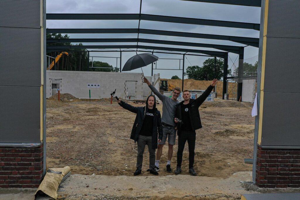Bild: Ein Teil des Teams vom Tiegel Gym auf der Baustelle