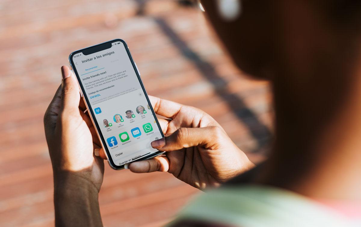Los socios utilizan el programa de recomendaciones desde sus teléfonos móviles